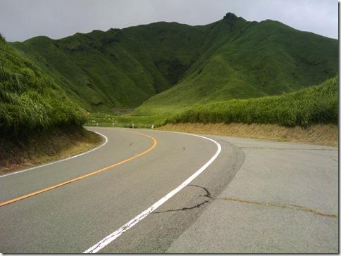 阿蘇山を下る